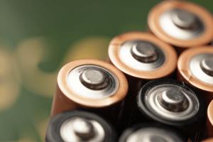 Almacenar baterías de dispositivos electrónicos