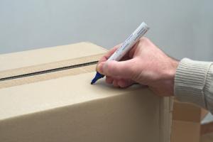 Cajas etiquetadas para almacenamiento
