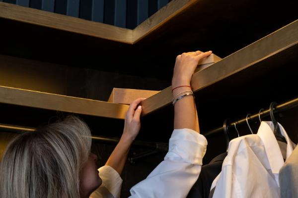 Esconder regalos en el armario